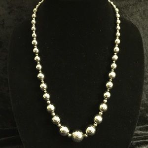Jewelry - Silver Metal Graduated Bead Necklace JJ028